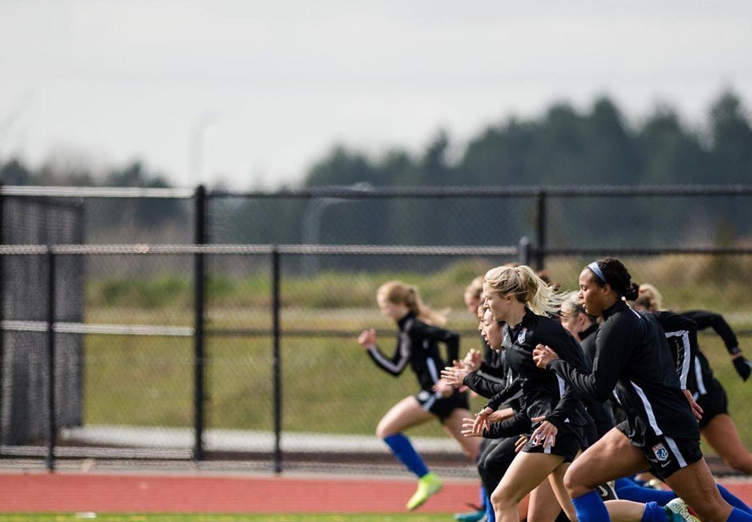 L'effectif de l'OL Reign à l'entraînement sous ses nouvelles couleurs en attente de la reprise des activités sportives aux Etats-Unis