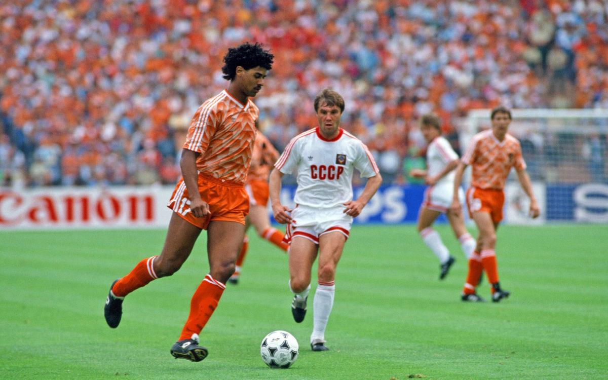 Frank Rijkaard, l'une des figures du onze des Pays-Bas, ici lors de la finale de l'Euro 1988, remportée 2-0 face à l'URSS. [Imago / One Football]