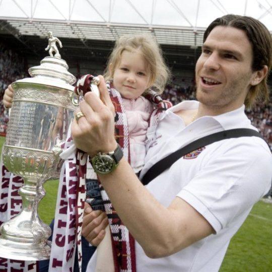 Julien Brellier, vainqueur de la coupe d'Ecosse en 2006, avec sa fille.